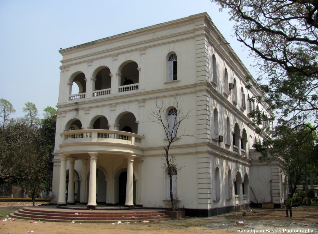 Burdwan house ramna dhaka zoom light for Bangla house photo